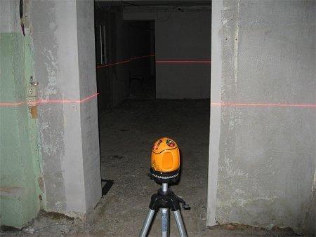 Для работы очень пригодится лазерный уровень.