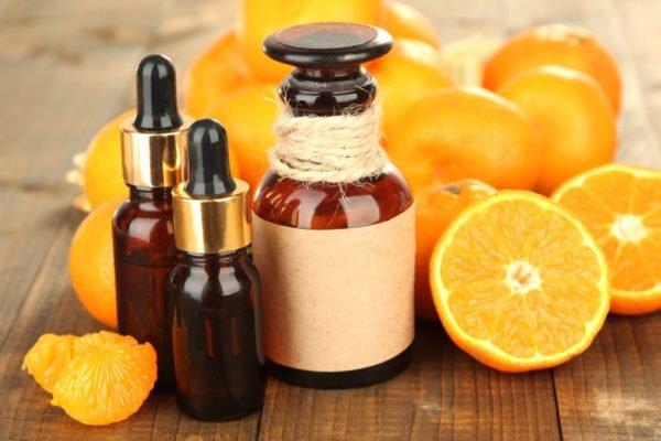 Для того чтобы соль превратилась в борца с целлюлитом, добавьте эфирные масла цитрусовых и корицы
