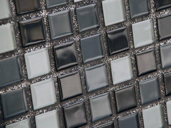 Дополнительные минеральные наполнители позволяют эффектно оформить швы между плиткой.