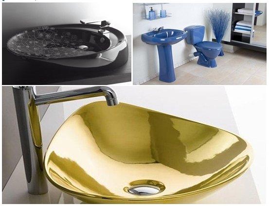 Элитная цветная сантехника в интерьере ванной