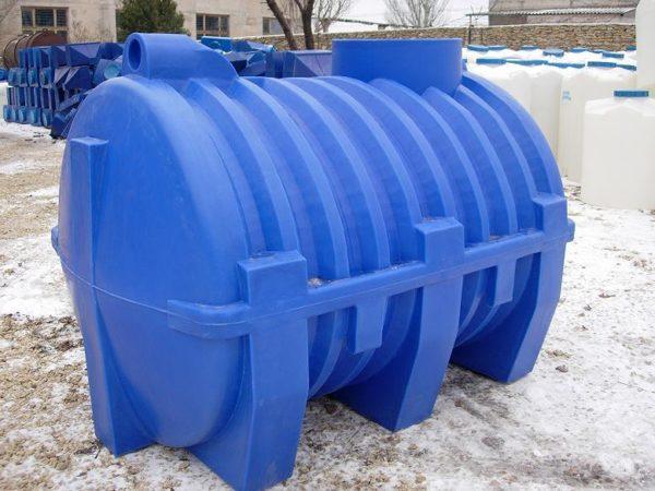 Емкость для накопления канализационных стоков (на фото) требует периодической очистки.