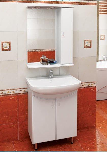 Еще один комплект - выполненный в едином стиле умывальник с тумбой и зеркалом.