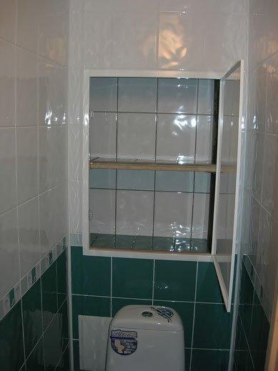 Фальшь-стена в туалете.