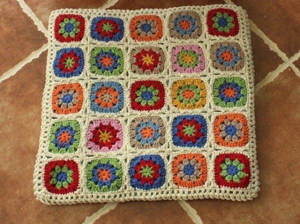 Фото коврика из разноцветных квадратиков