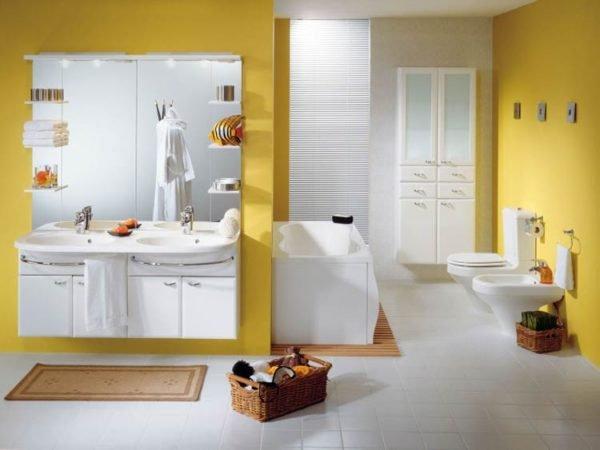 Фото санузла в жёлтом оформлении