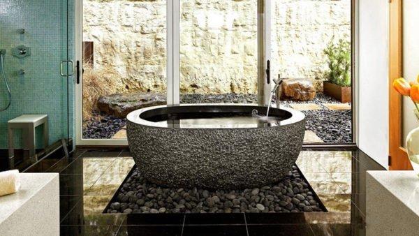 Галька – удивительный материал, позволяющий даже в маленькой ванной создать природный умиротворяющий уголок
