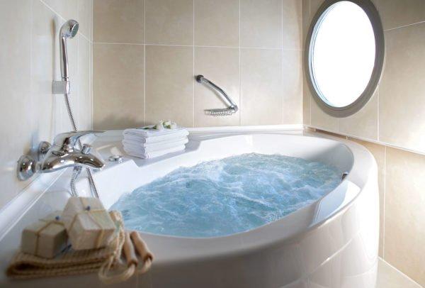 Гидромассажные ванны-джакузи – отличный способ расслабиться, не выходя из дома