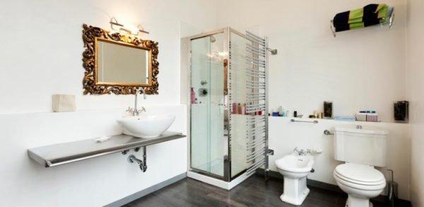 Как видите, зеркало может стать главной изюминкой ванной комнаты