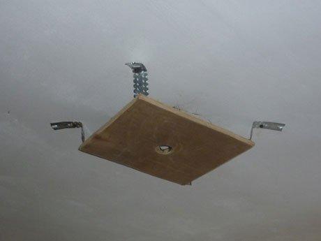 Как установить люстру натяжные потолки своими руками