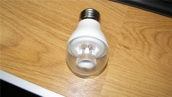 Лампа на фото потребляет 5 ватт и имеет светимость около 500 люменов.