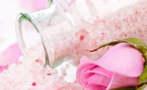 lepestki-roz-dolzhnym-obrazom-pozabotyatsya-o-vashey-kozhe-e1472171742406 Бомбочка для ванны своими руками