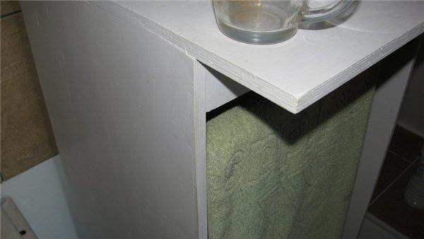 Мебель в моем санузле собрана из фанеры и покрашена резиновой водно-дисперсионной краской Резэл +.