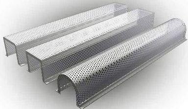 Металлическая решетка дает возможность оформить ванную комнату в стиле хай-тек.