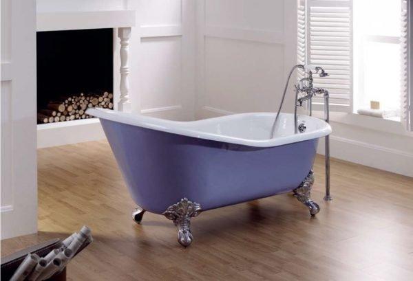 На фото – чугунная ванна.