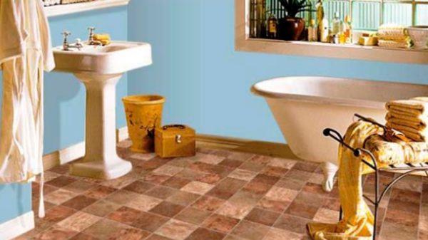 Нитроцеллюлозный линолеум отлично подходит для декорирования ванной.