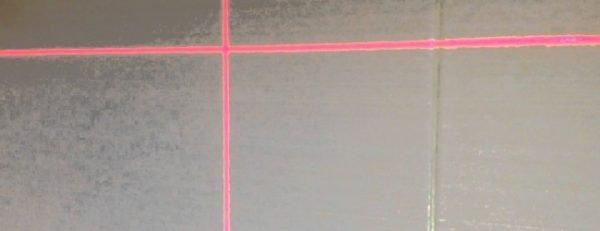 Нулевую отметку можно отбить с помощью лазерного уровня.