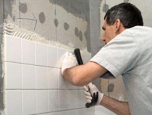 Облицовка кафелем защитит стену от влаги