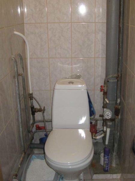 Обычный туалет в обычном доме.