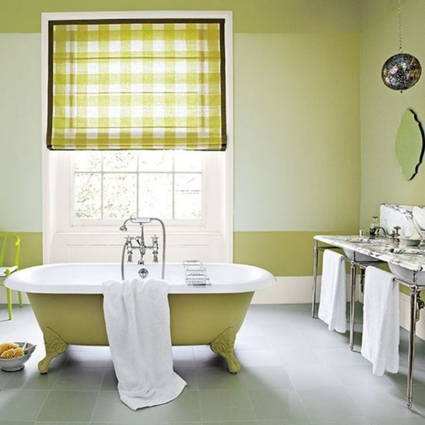 Особой популярностью в ванной пользуются римские шторы