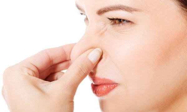 От запаха в туалете нужно избавляться как можно быстрее. Иначе жена вам покоя не даст.