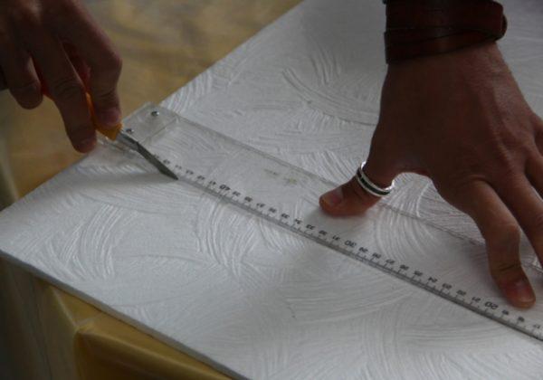 Пенополистирол режется по линейке простым ножом