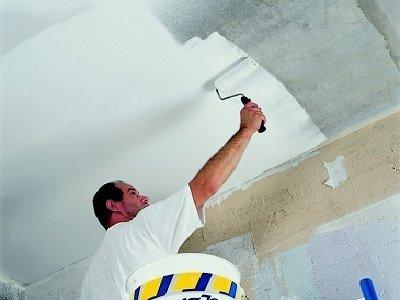 Покраска потолка велюровым валиком