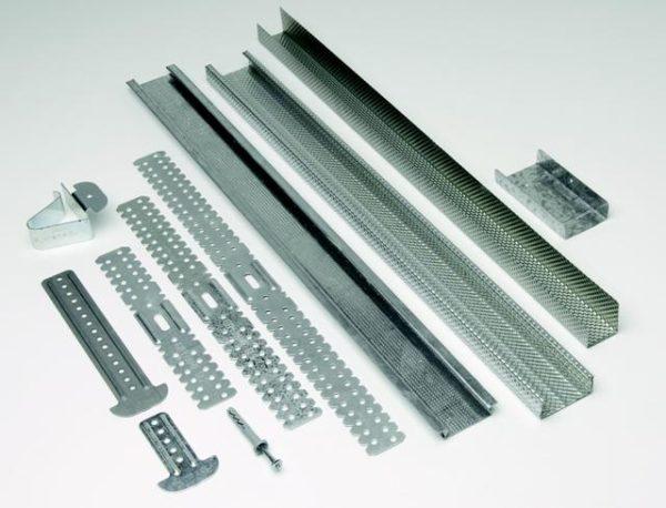 Помимо гипсокартона, понадобятся оцинкованные профили и много других материалов.