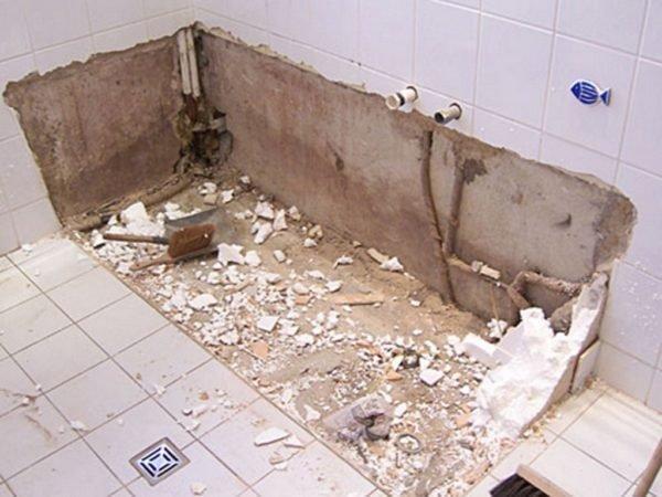 Прежде всего, нужно демонтировать сантехнические приборы.