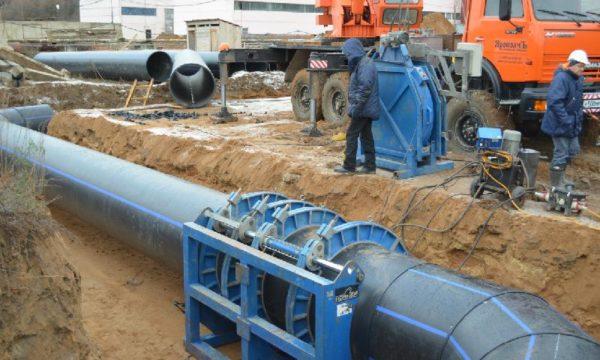 При большом диаметре трубопровода центровка и прижим труб требуют использования гидравлики.