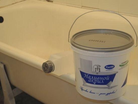 Профессионалы восстанавливают наливные ванны жидким акрилом PLASTALL
