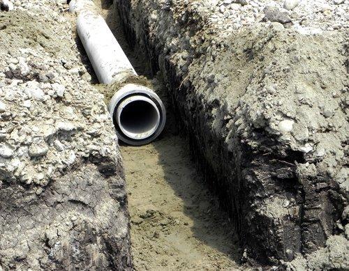 Прокладка ливневой канализации асбестоцементом.