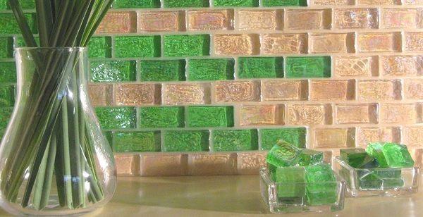 Прозрачная затирка используется для создания стеклянных панно.