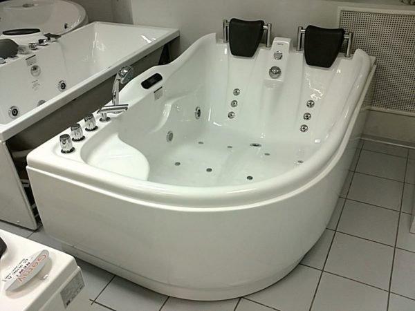 Расположение форсунок в асимметричной ванне