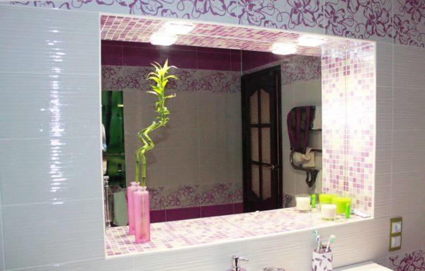 Расположение зеркала в нише – оригинальное решение