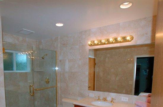 Потолок ванной из гипсокартона своими руками