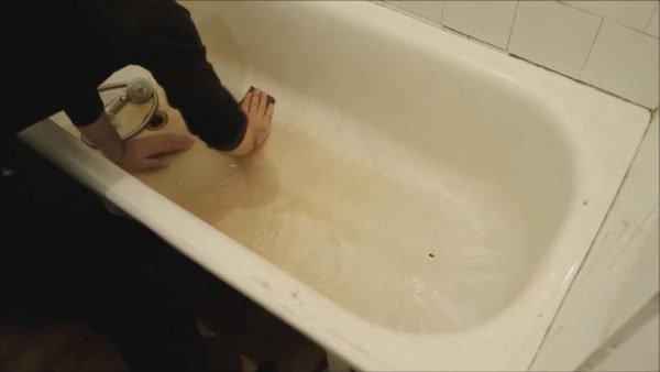 Шлифуем внутренний объем ванны