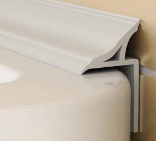 Специальный бордюр плотно прилегает к поверхностям и закрывает стык