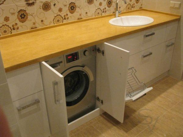 Стиральной машинке не угрожают никакие внешние факторы, пока она в своём «домике»