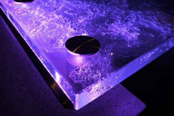 Светодиодная подсветка способна сделать столешницу главным элементом обстановки