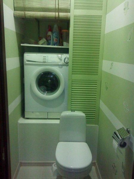 Такое решение отлично подходит для длинного узкого туалета