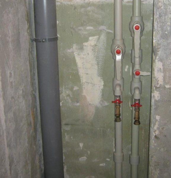 Толстые стенки и низкая теплопроводность полипропиленовых труб исключат образование конденсата.