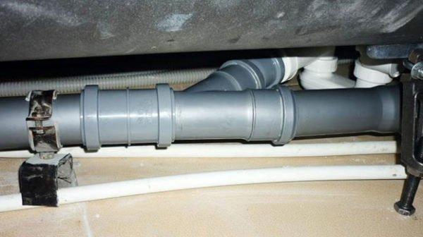 Тщательно герметизируйте раструбы сливных труб.