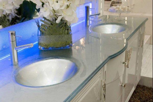 Тумба со столешницей для ванной может стать настоящим украшением помещения
