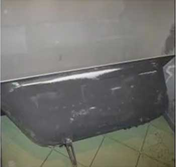 Установка ножек на чугунную ванну производится в два этапа
