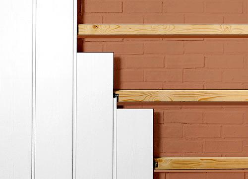 Узкие стеновые панели экономнее, но выглядят простовато.