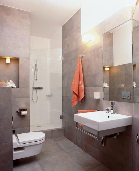 В условиях дефицита площади отказ от ванной в пользу душа вполне логичен