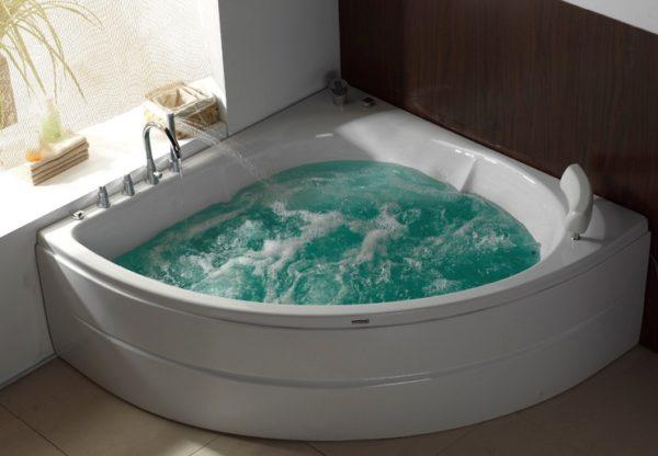 Ванна-джакузи.
