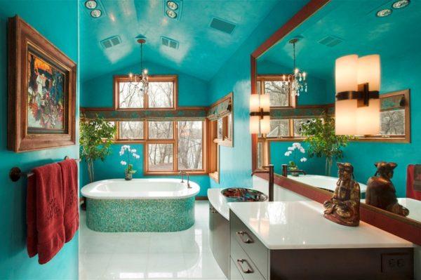 Ванная комната: сочетание окрашенных стен и отделки ванны мозаикой