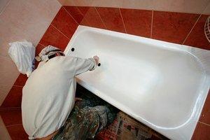 Во время ремонта очень легко повредить новенькую ванну.
