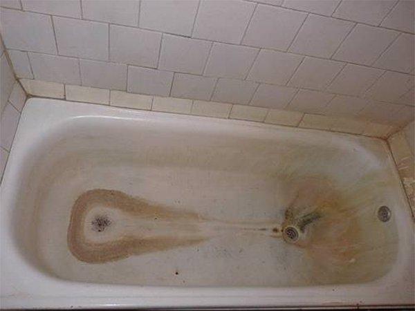 Как удалить налет в ванной в домашних